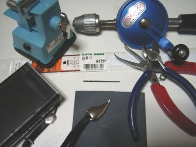 修繕したティアドロップスタイラスと工具